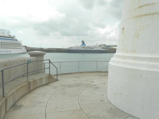 Saga Pearl II moored beside the Admiralty Pier