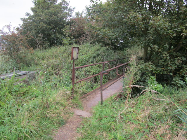 Footbridge over the outfall from Welton Water