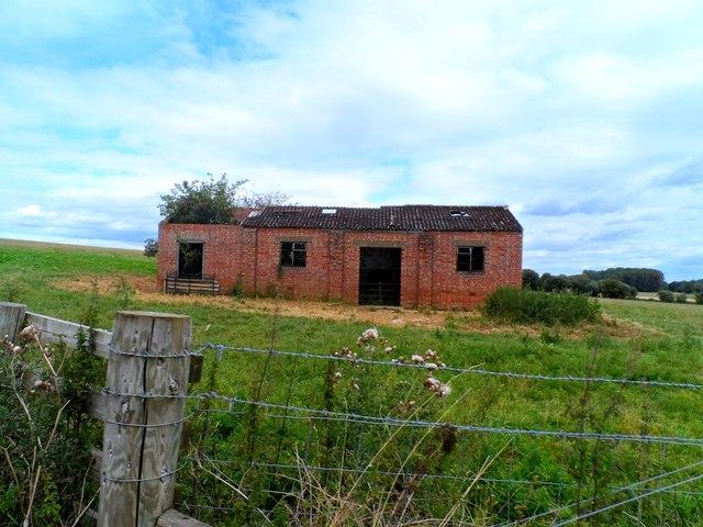 Derelict barn near Leckhampstead