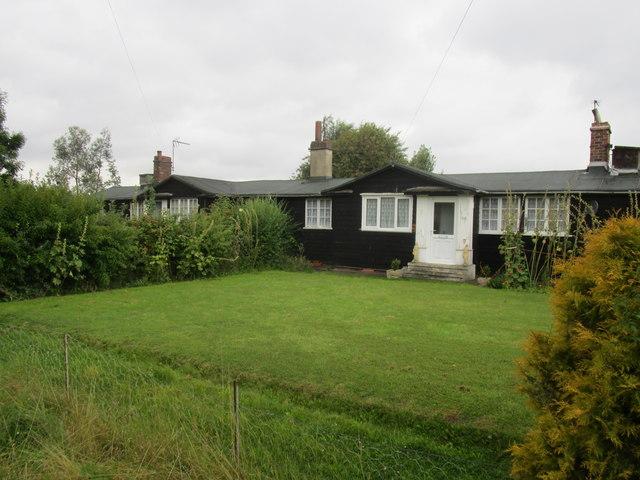 Timber bungalows, Gibson Lane