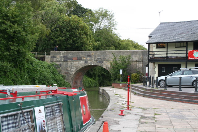 Devizes:  Canal Wharf and Cemetery Road Bridge