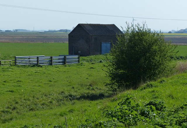 Small brick barn along Slipe Drove