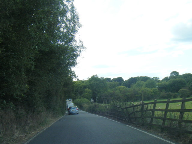 A4118 descends to Puck's Hollow