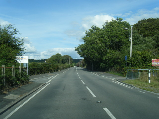 B4295 New Road heading east