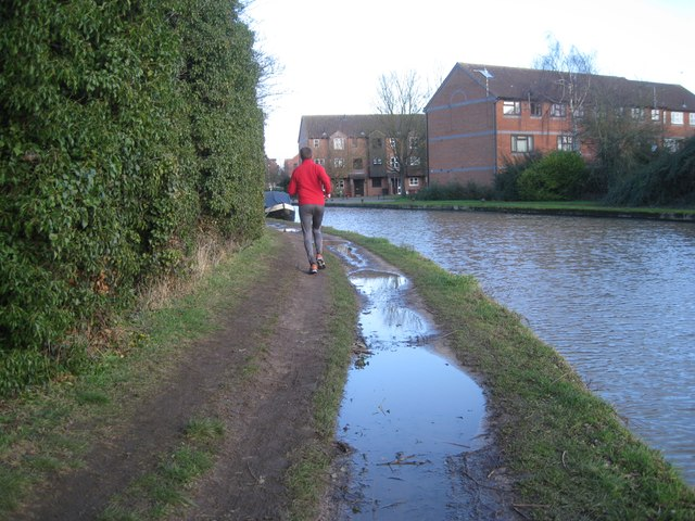 Avoiding the puddles, Grand Union Canal towpath east of Bridge 44, Myton Road