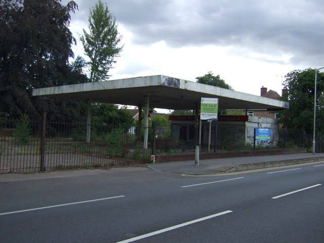 Disused service station on Oundle Road (A605)