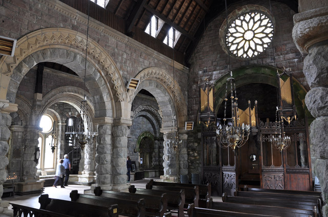 Nave, St Conan's Kirk