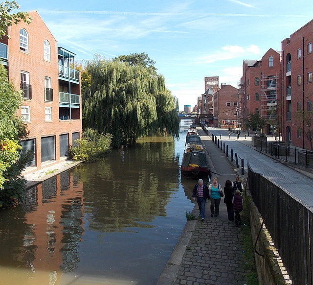 East along the Shropshire Union Canal, Chester