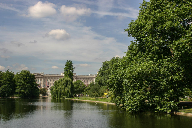 Buckingham Palace from St.James's Park Lake