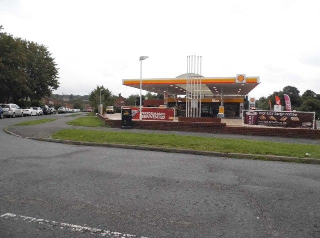 Shell petrol station on Tilehouse Way, Denham