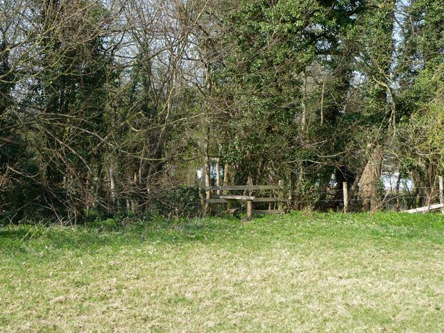 Stile on footpath towards Oaks Farm