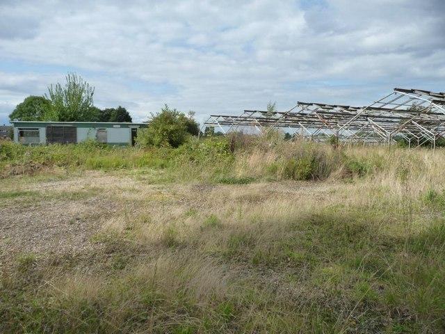 Caravan and disused polytunnels, Bretforton Road
