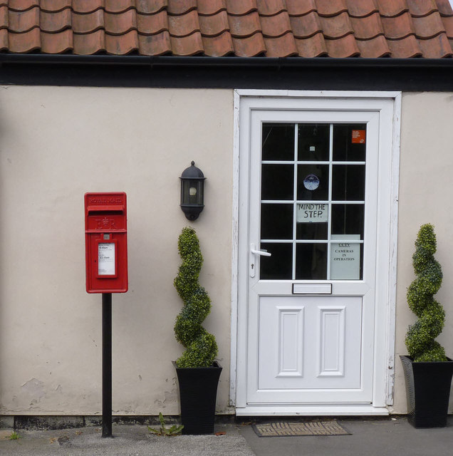 Hairdressing salon entrance and postbox