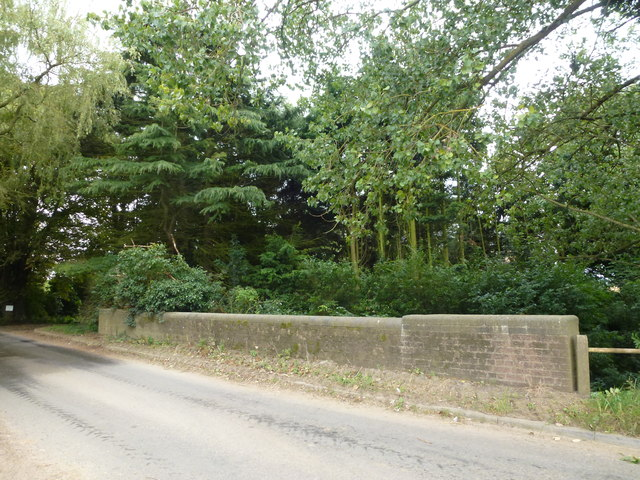 Bridge crossing Risegate Eau near Lampson's Clough
