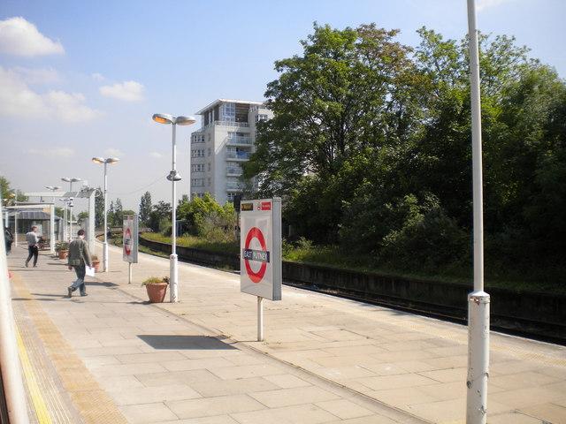 Disused Network Rail platforms at East Putney
