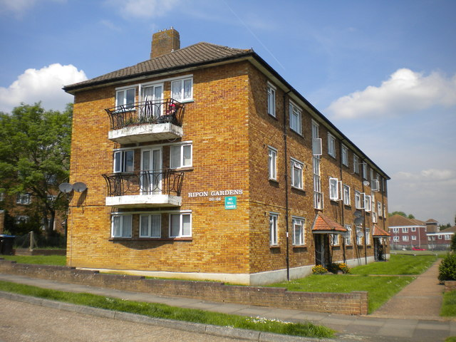 Flats on Ripon Gardens, Hook