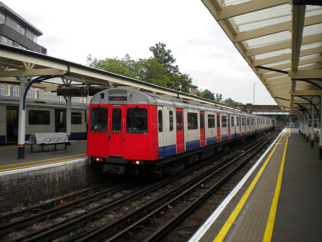 District line train arriving at Richmond
