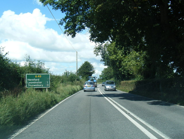 A49 near Llandinabo has confusing distances