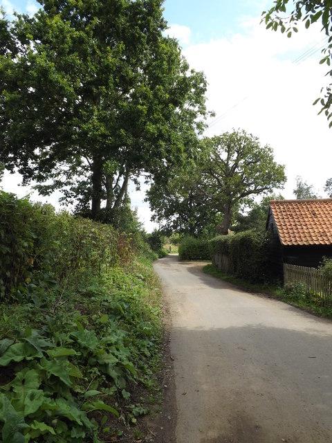 Footpath & lane to Flatford Mill