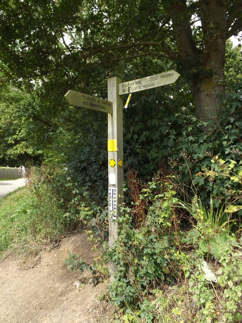 Footpath sign near Bridge Cottage