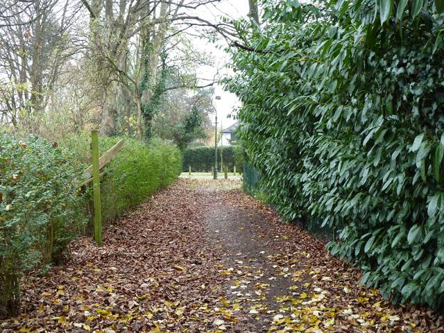 Path from Silver Lane to Promenade de Verdun