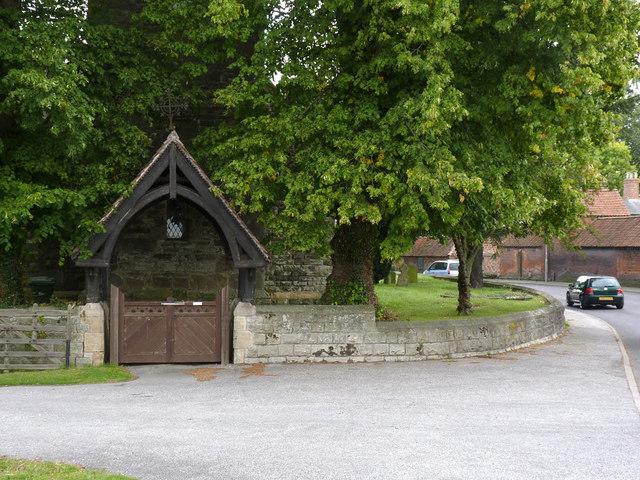 Lych gate and churchyard wall, Darlton