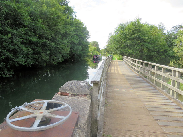 Walkway across the River Kennet sluices