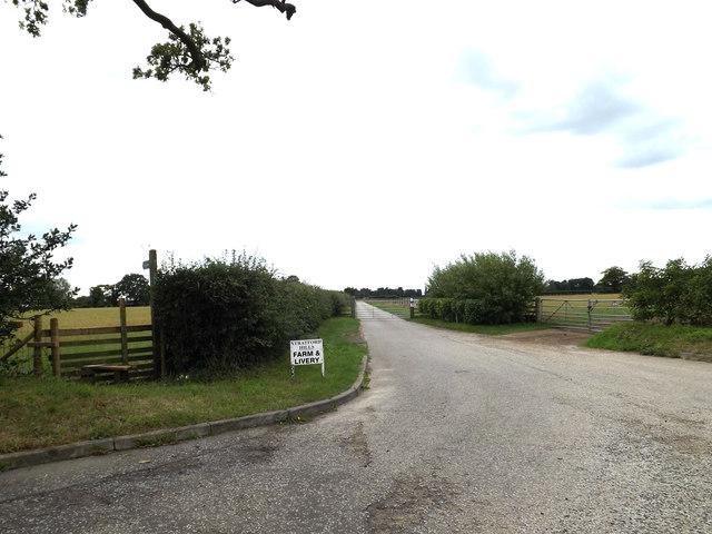 Stratford Hills Farm entrance & footpath