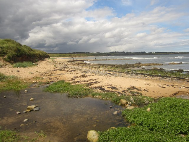 The coast between Howdiemont Sands and Longhoughton Steel