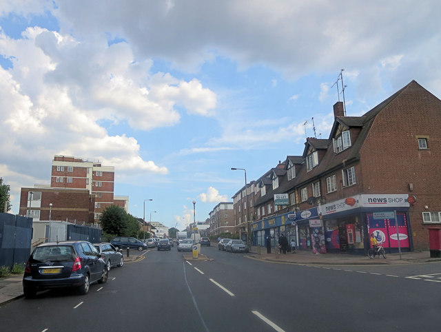 Golders Green Road northeast of Golders Manor Drive
