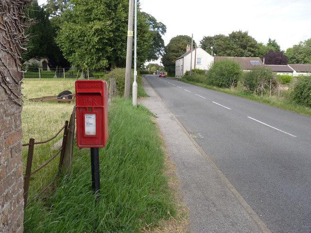 Ragnall postbox ref NG22 167