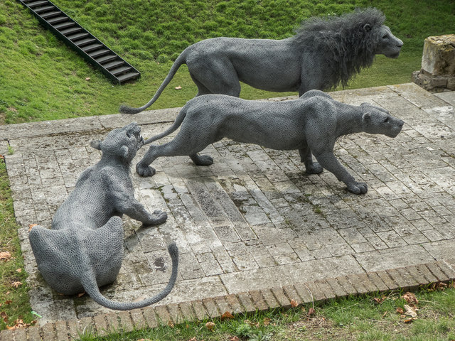 Animal Sculptures, Tower of London, E1