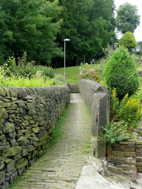 Footpath to Victoria Park