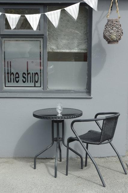 Outside the Ship, Edern