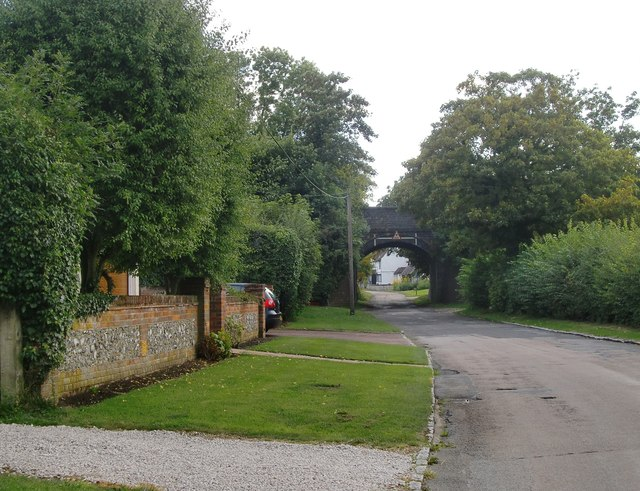 Minor road and railway bridge at Ilmer