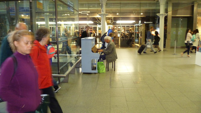 'Street piano' at St Pancras International