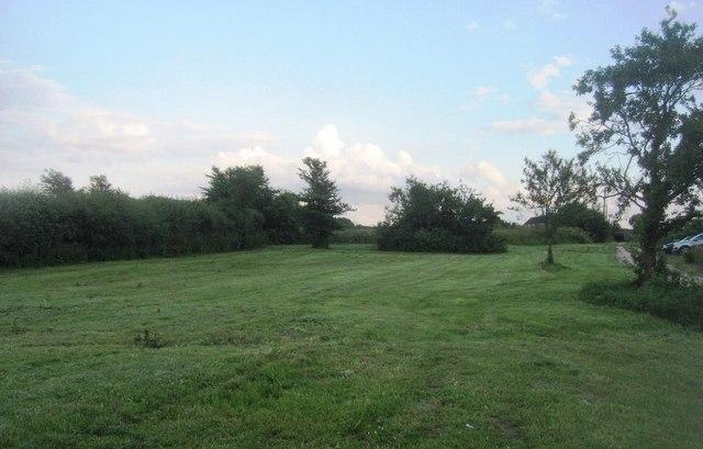 Open ground by Breach Farm farmhouse