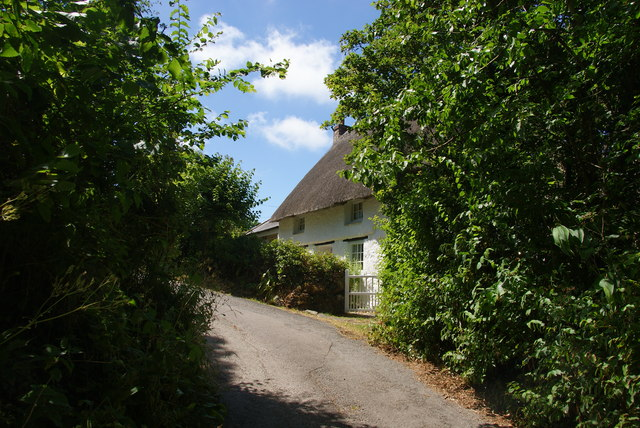 Thatched cottage by the lane to Poltesco