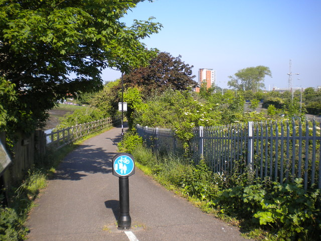 Path to the river from Station Bridge