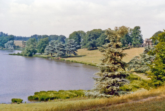 Blenheim Palace Park, view over Queen's Pool