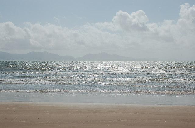 The beach at Llanddwyn Bay (2)