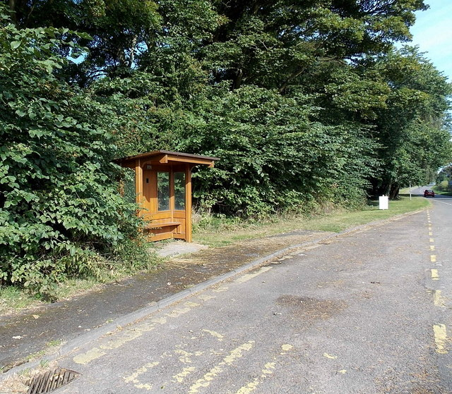 Wooden bus shelter, Cadeby