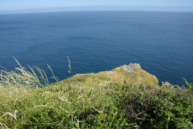 Rock outcrop above Chough's Ogo
