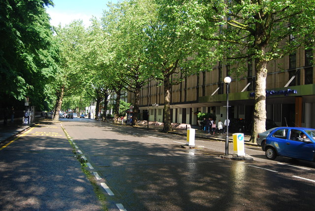 Holland Park Avenue