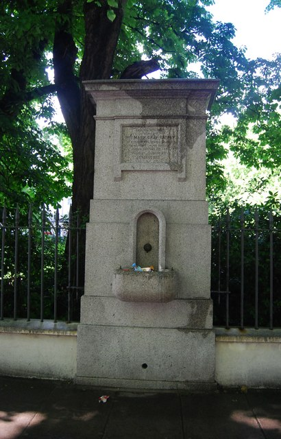 Water fountain, Holland Park Avenue