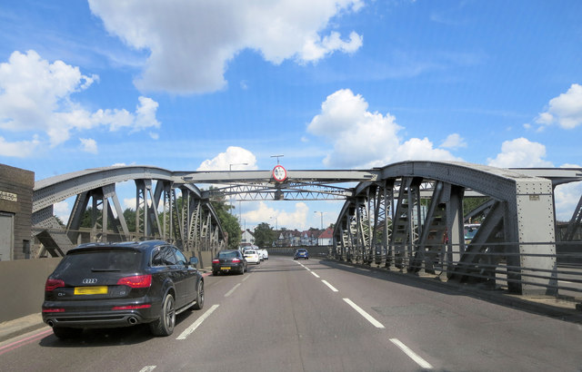 Railway bridge structure carrying A406 west of Neasden Station