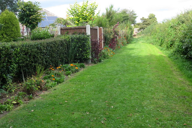 Well kept footpath to Moira Road