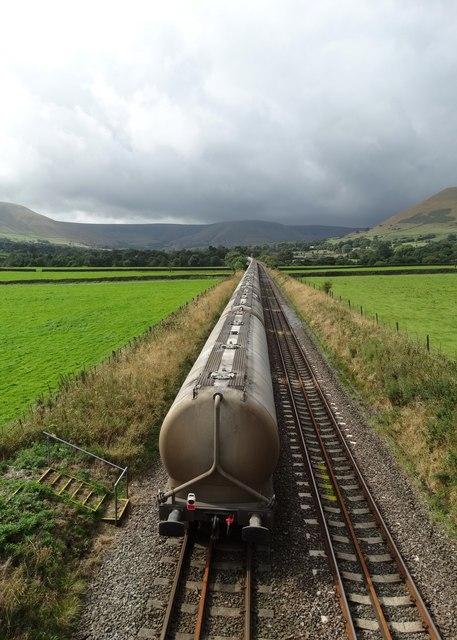 Train in Edale - Looking westwards