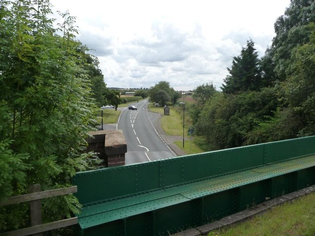 Birmingham Road [A3400] at Bearley, with a 68 metre spot height