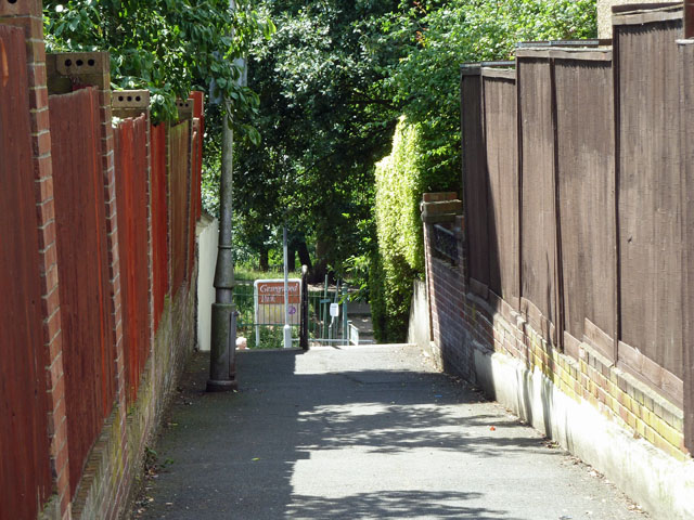 Footpath 680 from Wharncliffe Gardens to Wharncliffe Road
